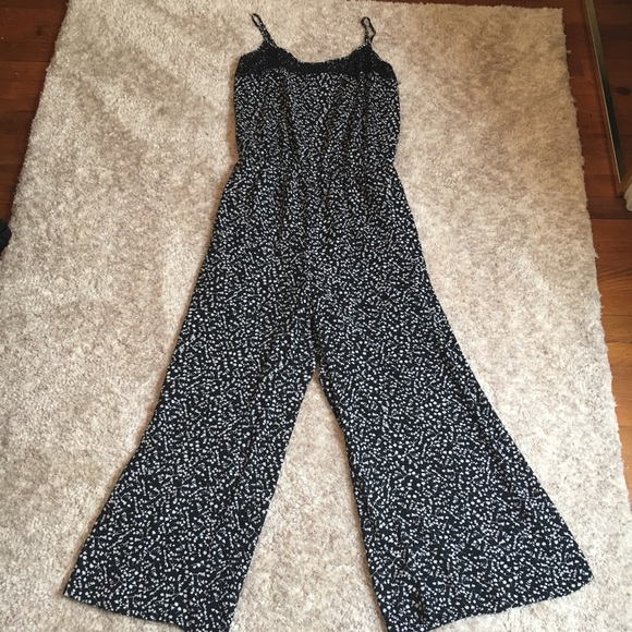 d7e5ec4843bcd Black And White Floral Print Jumpsuit Size Large